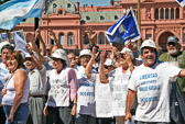 Every day protesters demonstrate in front of the Casa Rosada.