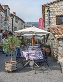 A visit to the perched village of Gourdon looking for the singing glassmaker.