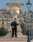 One of the many mimes who perform at the places tourists most often frequent.